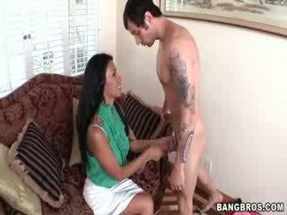 Cassandra cruz ir viens seksuālā mama!