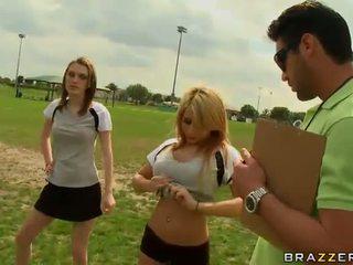 Stor titted blond fotball spiller madison ivy using henne pupper til være captain