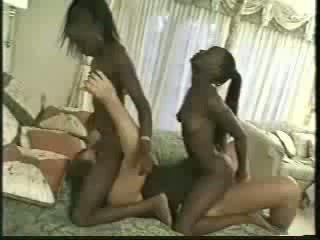 Africa близнаци прецака с 1 men