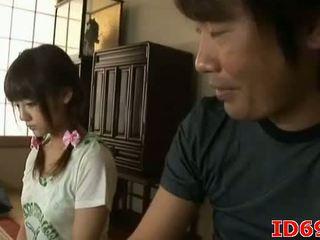 Japán av modell gets fingered