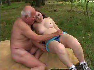 كبير الثدي, بأعقاب كبيرة, القديمة + الشباب