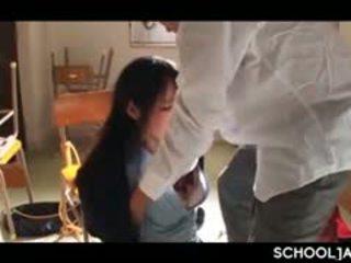 Warga asia professor puts beliau keras zakar/batang ke dalam sekolah gadis mulut