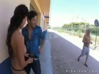 公共 nudity teasing へ ホット フェラチオ