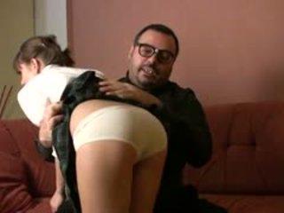 Padre torbe es espalda y hoy he?s taking cuidado de julia