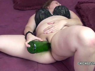 Briest mammīte alexsis saldas stuffs viņai twat ar a pudele