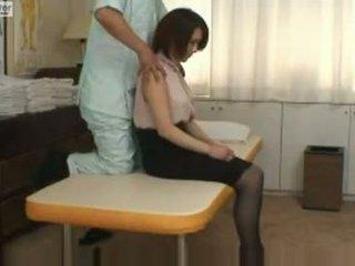 Japonais écolière gets baisée par son massager