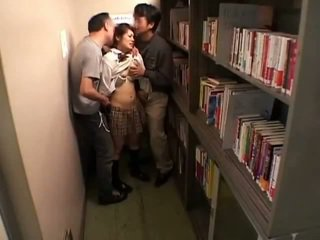 Schoolgirls ग्रोप्ड द्वारा perverts में schoollibrary 7