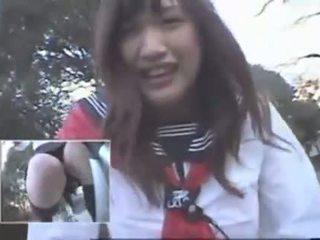 Japans meisje rijden een vibrating fiets thru de stad (public squirting)