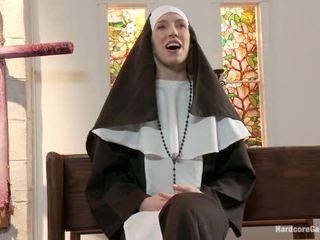 Aprótermetű szőke lives ki fantasy apáca gangbanged által 5 priests -ban chapel