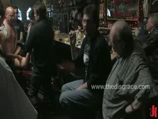 Harmony rose is used en misbruikt door een bar vol van geil dronken bikers