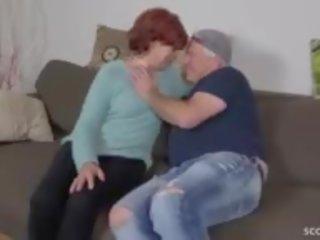 Steg son förför ugly hårig mormor till fan och swallow
