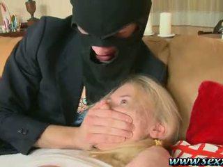 一 女孩 和 two 變態 thieves