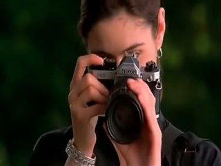 Alyssa milano embrace van de vampier