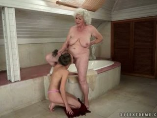 Granny lesbians licking pussy