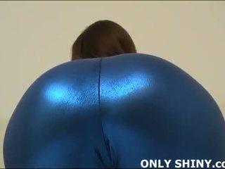 這 緊 blue 氨綸 hugs 我的 curves