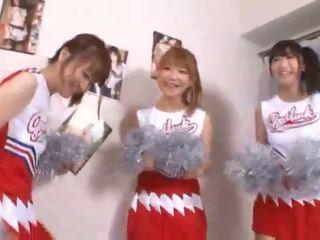 Τρία μεγάλος βυζιά ιαπωνικό cheerleaders sharing καβλί