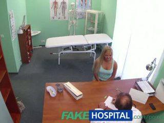 zwanger tube, spy cam, patiënt actie