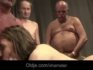 Старий молодий груповий секс