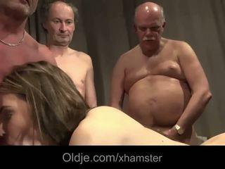 Tua muda seks dengan banyak pria