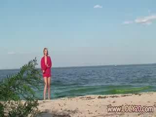 meisje actie, strand, nieuw naakt
