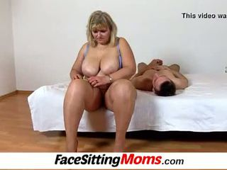 Liels bumbulīši amatieri lielas skaistas sievietes māte anna vāvere licking cunnilingus