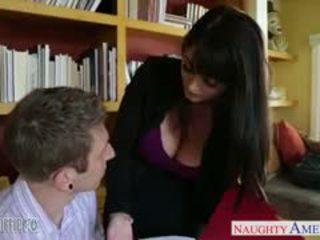 čerstvý bruneta, online velká prsa, výstřik čerstvý