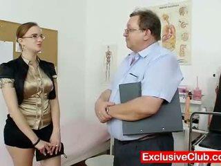 Lemu amatir prawan with kacamata fingered by gyno