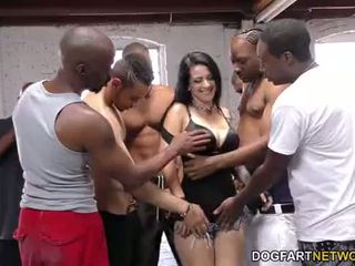 Katrina jade sucks daug juodas cocks