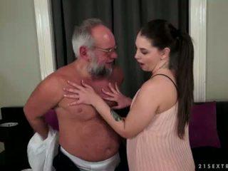 Angelina brill fucks an idősebb gentleman