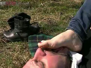 meer man, voet thumbnail, vernedering scène