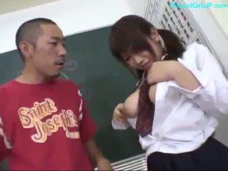 Dögös diáklány ujjazás magát giving