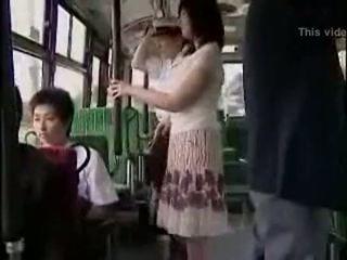 Překvapení hanjob na autobus s double šťastný ending