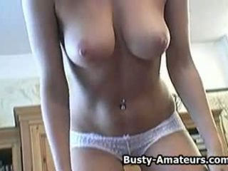 Hot Busty Amateur Lisa with Her Sticky Fingers: Porn 3d
