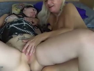Lesbičky mladý a vyzreté ženy