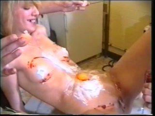 Nóng randy gà con được dương vật giả và con gà trống fucking hậu môn và stud getting boned qua domina