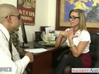 Zyrë vogëlushe në syze kennedy leigh gets nailed