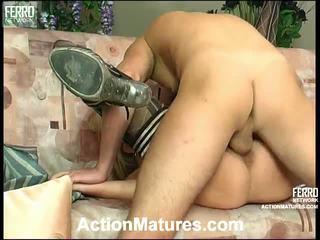 Agatha rolf leggy mère en action