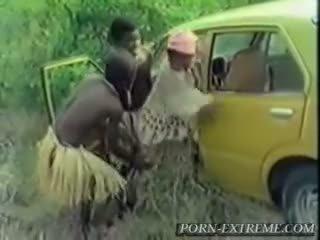 Warga afrika gadis fucked oleh putih zakar/batang dalam hutan