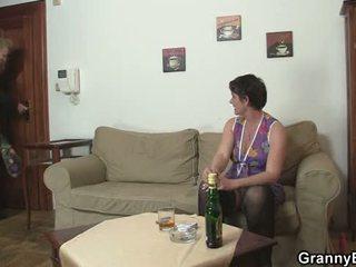 controleren grootmoeder, echt oma, vol volwassen porno