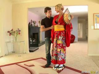 Blondinke geisha breaking s customs