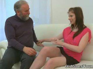 Maria lets an gammel guy faen henne og deretter gets henne boyfriend til bli med i med den handling