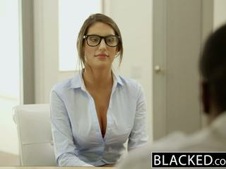 Blacked august ames gets an medzirasové creampie