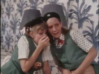 หญิง scouts เรียน เกี่ยวกับ เพศ