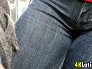 लैटिन लड़कियों crotch पर the बस candid