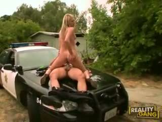 Sizzling young bitch Heather Starlet spoons her mouth out with a mans hardon