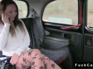 Caldi culo bruna scopata in pubblico fake taxi