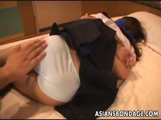 Aasialaiset koulu tyttö gets tied ylös varten a bdsm yllätys