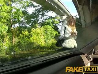 Faketaxi ангел є pounded по мій великий пеніс на мій taxi, хто є вона?