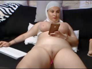 Saudi arabisch vrouw shows haar shaven poesje: gratis porno 23