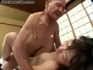 עניים יפני תלמידת בית ספר מזוין על ידי ישן fart